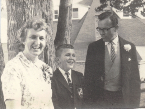 4.5 x 3″ July 21st 1962, Mackinac Island, Patricia & Robert J. Fleming. John Carruthers Fleming 11 years old